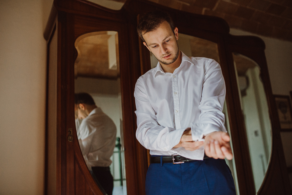 wedding preparation in tuscany